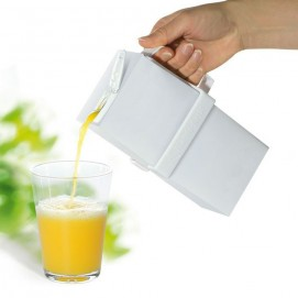 Poignée pour brique de lait ou jus de fruit en train de verser