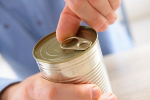 Ouvrir une boite de conserve les solutions pour seniors facilavi le blog - Comment ouvrir une boite de conserve avec ouvre boite ...