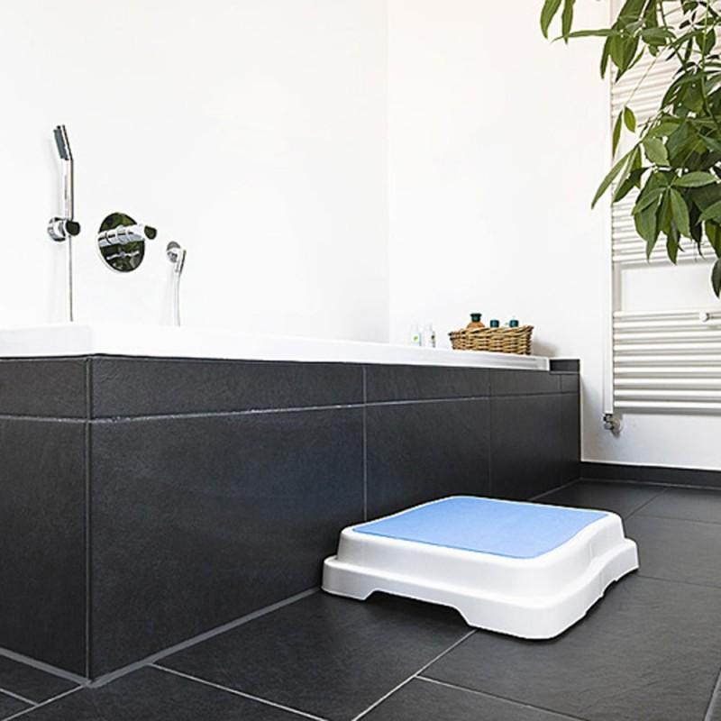Douche avec marche beautiful sexy salle de bain baignoire for Marche pied salle de bain