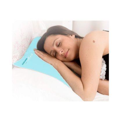 Oreiller rafraîchissant en situation femme endormie