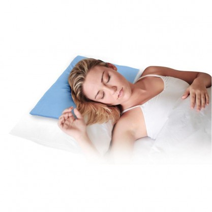 Oreiller rafraîchissant LifeMax en utilisation - femme qui dort