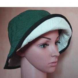 Chapeau fraîcheur vert bouteille Cool Medics présenté sur mannequin 3/4