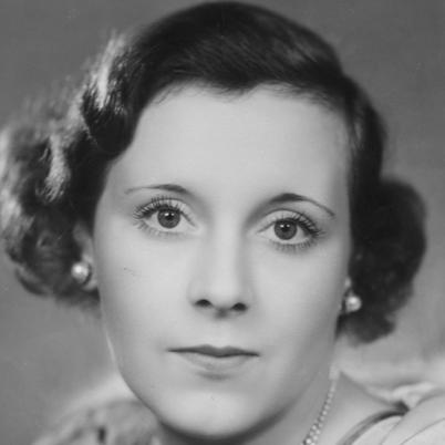 Photo en noir et blanc de Barbara Cartland jeune