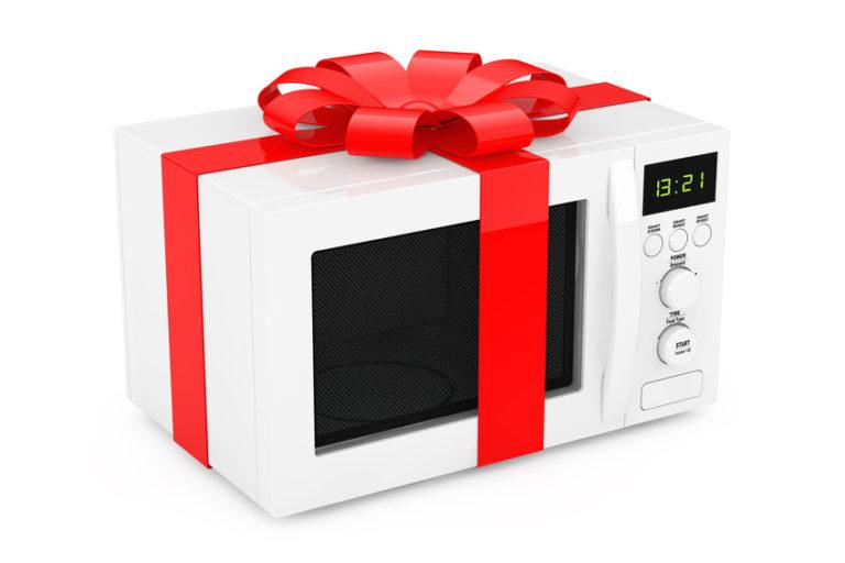 four micro-ondes en cadeau
